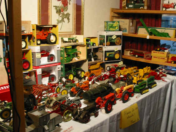 Standi Toys Rhuel Vankley Farm Red Wagon Antiques Matsen Miniatures David And Brian Sharp Are Just A Few Of The Well Know Toy